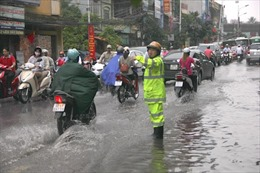 CSGT Hà Nội huy động 100% quân số chống úng ngập