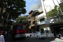 Nhà hàng chay cháy giữa trưa tại Hà Nội