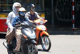 Muôn kiểu chống nóng của người dân Hà Nội
