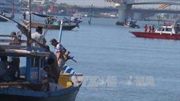 Tìm kiếm nạn nhân mất tích trong vụ chìm tàu tại Thái Bình