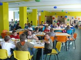 """Chương trình """"Bữa trưa miễn phí cho trò nghèo"""" ở CH Séc"""