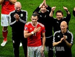 """Xứ Wales và Iceland """"vớ bẫm"""" tiền thưởng"""
