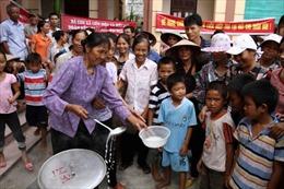 Hà Nội xử vụ hàng trăm người đặt bếp nấu cháo trước Ủy ban xã