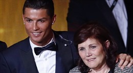 Mẹ Ronaldo chỉ trích Payet