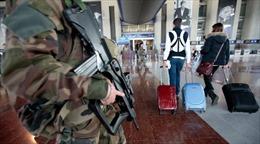 Phát hiện túi đồ khả nghi, sân bay Nice sơ tán khẩn
