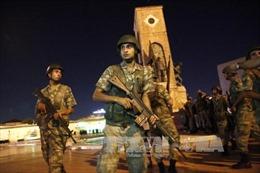 Vụ đảo chính Thổ Nhĩ Kỳ: 30 binh sĩ đầu hàng cảnh sát