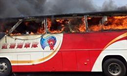 Xe du lịch Đài Loan cháy kinh hoàng, 26 người thiệt mạng