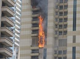 Cháy lớn, lửa ngùn ngụt trên tòa tháp chọc trời Dubai