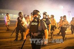Nhà Trắng cân nhắc cho cảnh sát sử dụng thiết bị quân sự
