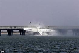 Trung Quốc: Tìm thấy hộp đen của thủy phi cơ đâm cầu Thượng Hải