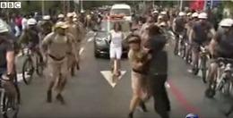 Đuốc Olympic ở Brazil suýt bị đánh cắp