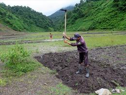 Người dân Mường Lay thiếu đất sản xuất