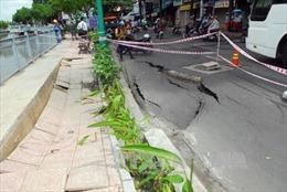 Xuất hiện hố sụt lún mới trên đường Trường Sa