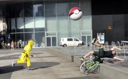 """""""Pokemon báo thù"""" lùng sục đường phố"""