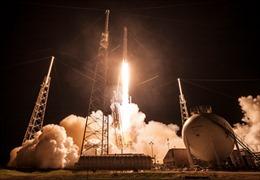 Tên lửa Falcon 9 trở về Trái Đất an toàn
