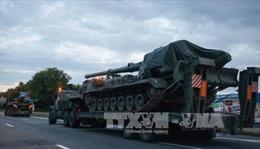 Ukraine chuyển nhiều vũ khí tối tân đến sát Donbass