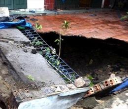 """Di dời khẩn cấp 20 hộ dân xung quanh hố """"tử thần"""" ở Hạ Long"""