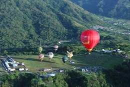 Cùng Vietjet mang chăn ấm đến Mộc Châu, vui lễ hội khinh khí cầu