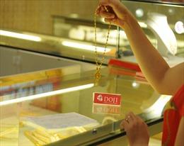 Vàng thế giới tăng giá mạnh, giá trong nước 'thờ ơ'