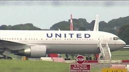 Bị nhiễu động, máy bay United Airlines hạ cánh khẩn