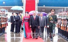 Thủ tướng tới Viêng Chăn dự Hội nghị Cấp cao ASEAN