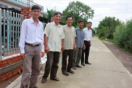 Lão nông góp 100 triệu đồng làm đường giao thông