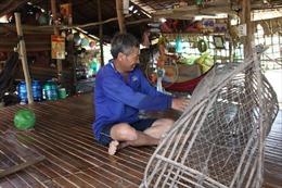Người dân đồng bằng sông Cửu Long lao đao chờ lũ