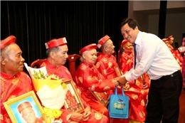 Tổ chức lễ mừng thọ và chăm sóc sức khỏe cho người cao tuổi