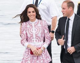 Bóc giá tủ quần áo của Công nương Kate khi tới Canada