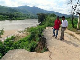 Sạt lở nghiêm trọng quanh thị trấn Kon Rẫy, Kon Tum