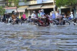 Mưa lớn kết hợp triều cường, TP Hồ Chí Minh ngập sâu