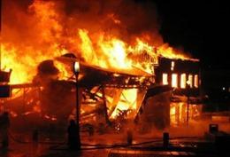 Cháy xe máy, thiêu trụi một nhà kho chứa bột mì tại Cà Mau