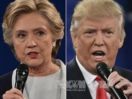 Ông Trump bám đuổi bà Clinton tại các bang chiến địa