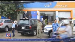 Người đàn ông quăng vật thể lạ nghi lựu đạn khói vào ngân hàng