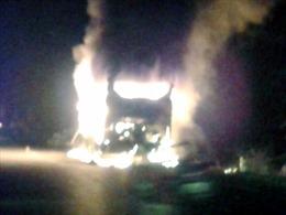 Cháy rụi xe khách giường nằm, hơn 20 hành khách thoát nạn