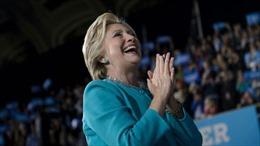 Chiến dịch tranh cử của bà Clinton bất ngờ hủy đêm pháo hoa bầu cử