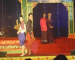 Hội diễn nghệ thuật và trình diễn trang phục dân tộc Khmer