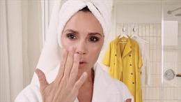 Xem Victoria Beckham trang điểm trong 5 phút