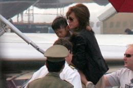 Xuất hiện tin mẹ Pax Thiên muốn Angelina trả con?