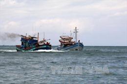 Khẩn cấp cứu 11 ngư dân trên tàu cá hỏng máy