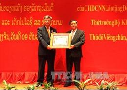Lào trao Huân chương Itsala cho Thứ trưởng Bộ KHCN Việt Nam