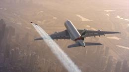 """""""Người dơi"""" bay sát sạt siêu máy bay A380"""