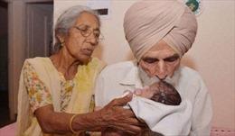 Tranh cãi độ tuổi được phép sinh con ở Ấn Độ