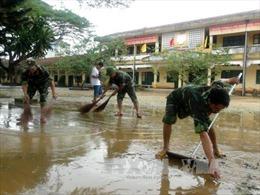 Bộ đội Quảng Ngãi giúp dân khắc phục hậu quả lũ lụt