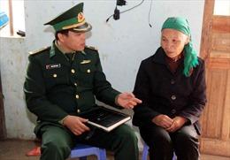 Chiến sĩ biên phòng tuyên truyền pháp luật