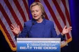"""Cử tri Dân chủ không muốn bà Clinton """"cố đấm ăn xôi"""""""
