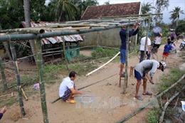 Tặng sổ tiết kiệm 50 triệu đồng cho thân nhân người chết do mưa lũ