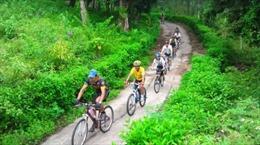 """""""Tour xe đạp"""" gắn kết giá trị văn hóa - môi trường"""