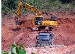 Bắt 2 đối tượng khai thác đất trái phép