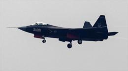 Vừa kéo tàu sân bay tập trận trên biển, Trung Quốc lại thử chiến đấu cơ mới